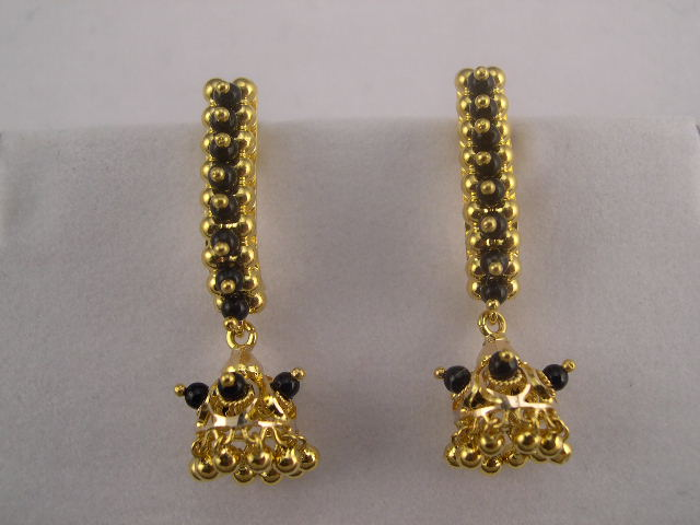 22 K Gold Black Onyx Earrings