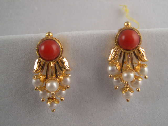22K Gold Jewelry Beautiful Earrings and Pendants with Natural
