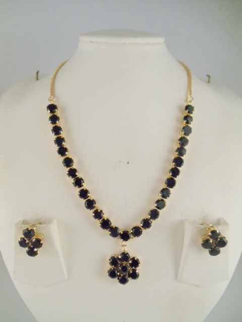 Indian Jewelry White and Black Stone Necklace Sets